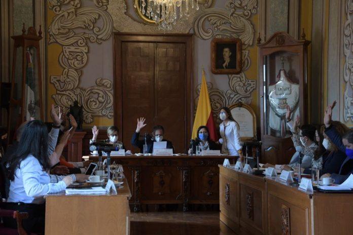 Por unanimidad, el pleno del Cabildo de Morelia otorgó una compensación extraordinaria equivalente a 3 meses de salario al presidente municipal,