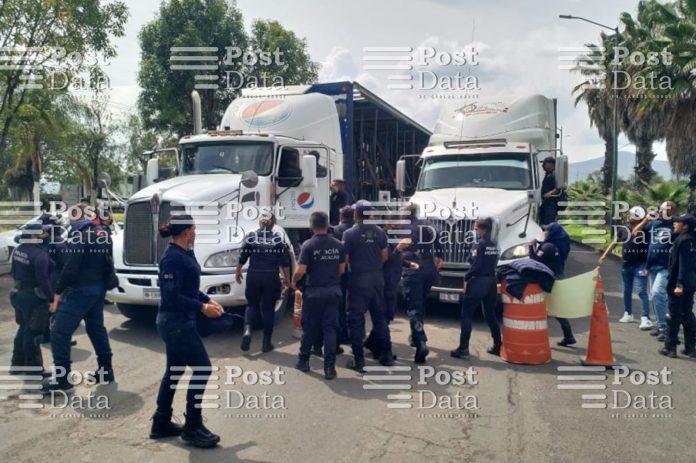 Reportan tres policías arrollados en manifestación