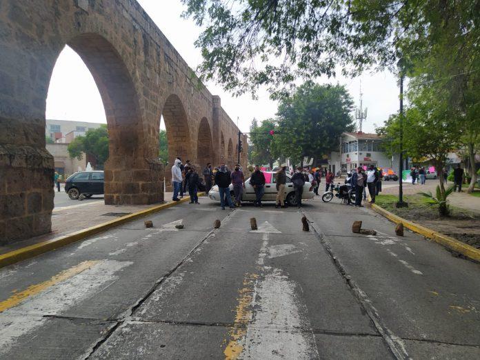 Segundo día de bloqueo del SUTTEBAM en Acueducto y Ventura Puente
