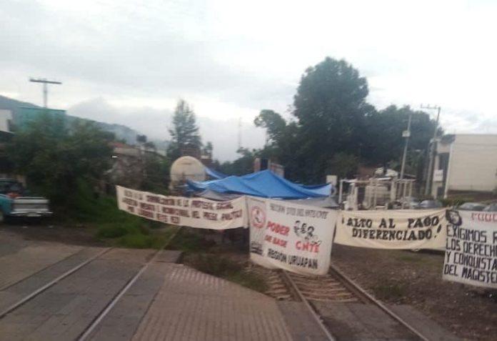 A 11 días de que inició el bloqueo en las vías del tren en la comunidad de Caltzontzin, municipio de Uruapan,