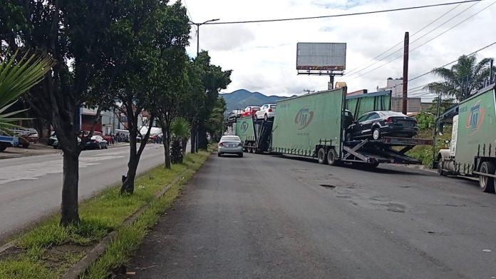 Por falta de pagos y trámites detenidos, CNTE bloquea libramiento de Morelia