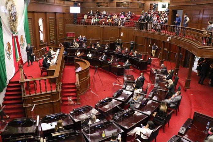 Entre descalificaciones, el arranque de la LXXV Legislatura de Michoacán